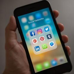 Réseaux sociaux sur un écran de smartphone