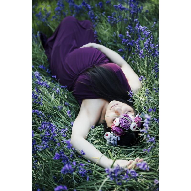 Une femme enceinte dans l\'herbe