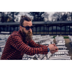 Un homme qui a décidé de se laisser pousser la barbe