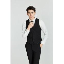 Mode homme : Est-il idéal de porter un gilet sans veste ?