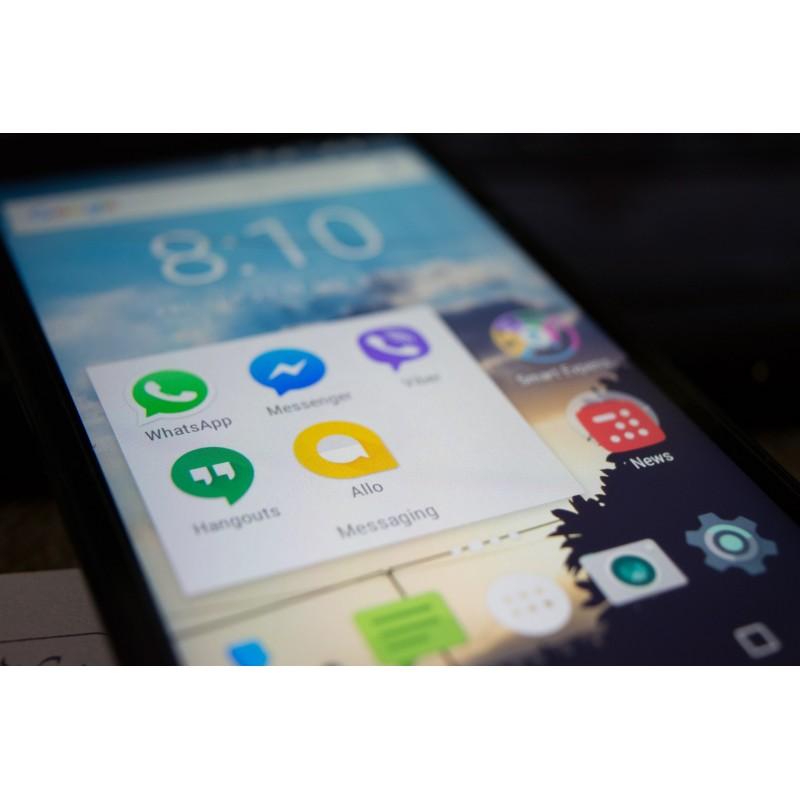 Ecran d\'un smartphone sous android, prêt pour les versions pliables