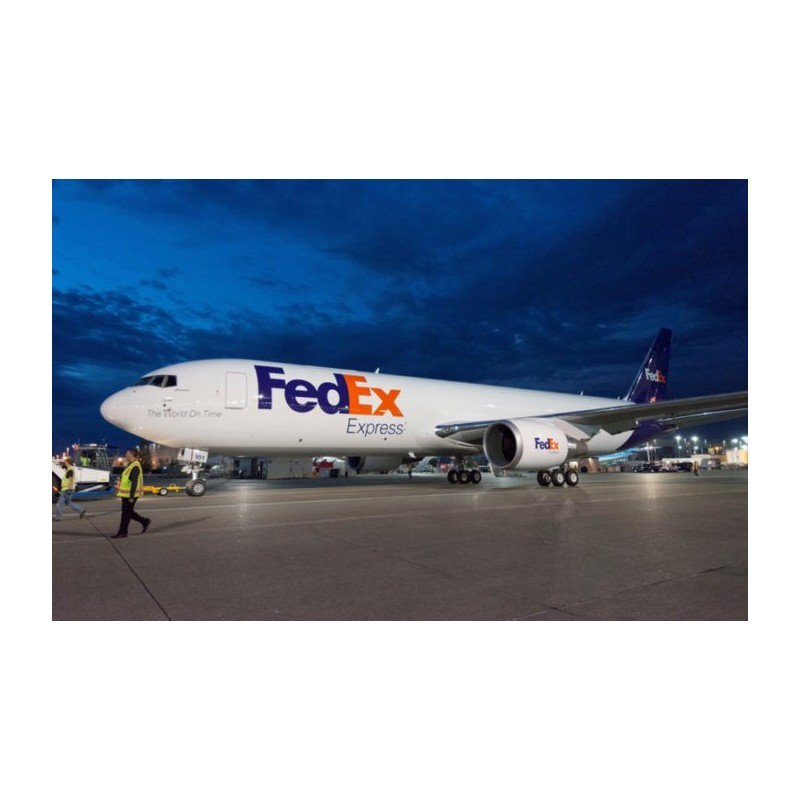 Avion Fedex au sol