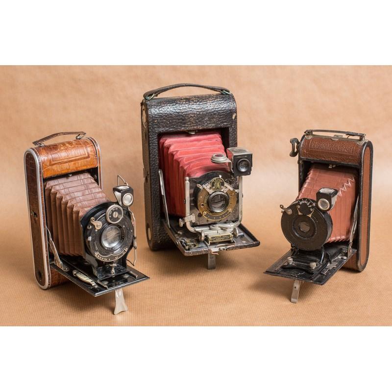 3 vieux appareils photo
