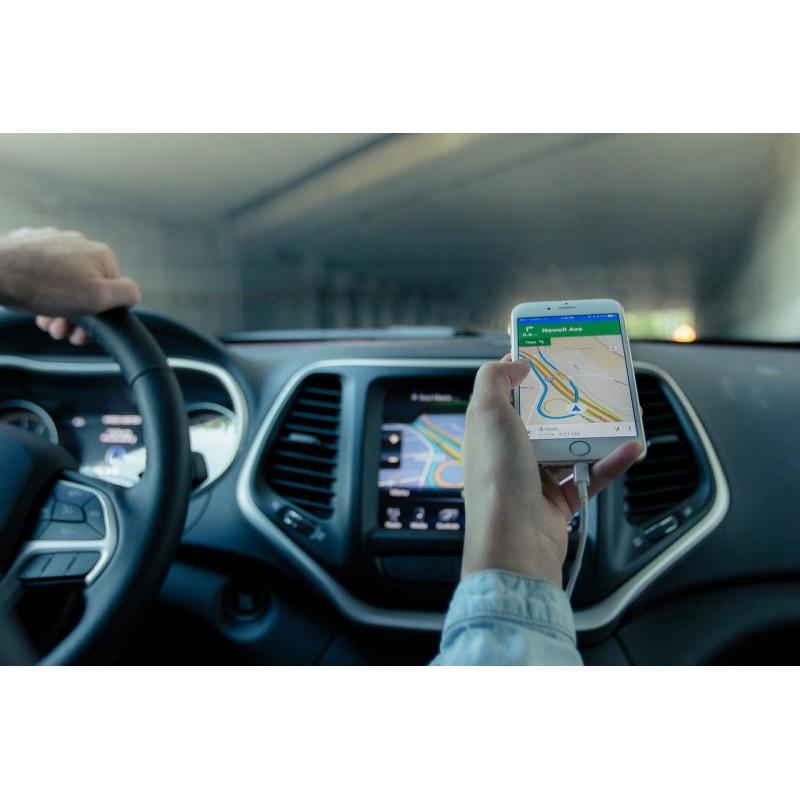 Habitacle d\'une voiture avec GPS