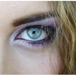 oeil bleu maquillé