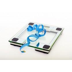 régime pour perdre du poids : balance et ruban pour mesurer le tour de taille
