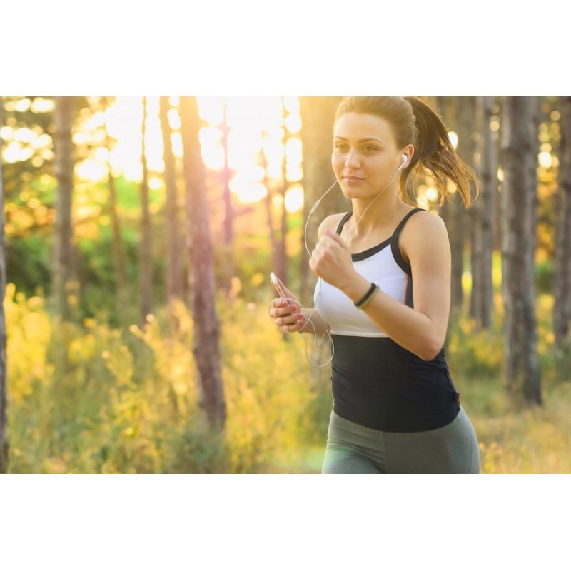 Jeune femme pratiquant la course à pied