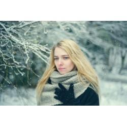femme triste sous la neige