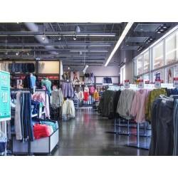 un magasin de vêtements