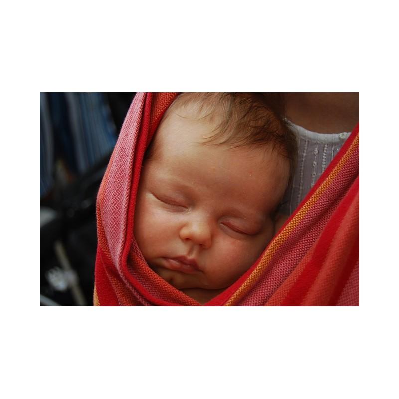 Bébé en écharpe