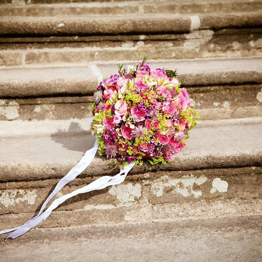 Bouquet de mariée aux fleurs des champs